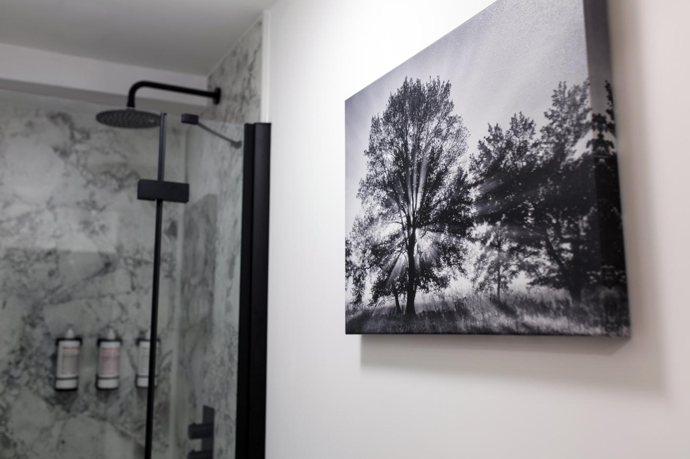 Studio XXVI showers in Milsom Place